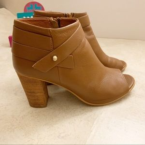 Steve Madden light brown leather open toes boos
